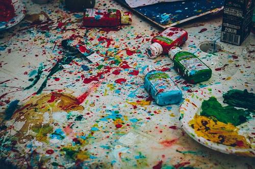 criar com tintas coloridas