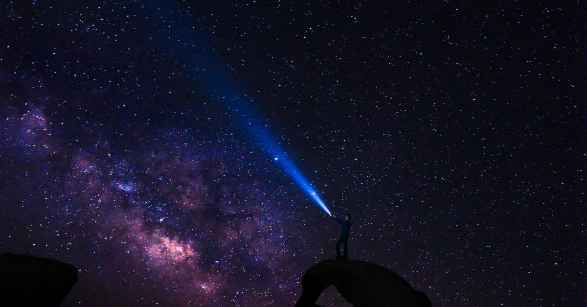 Brilhando como estrelas no universo